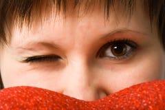 De close-upgezicht dat van de vrouw recht kijkt Stock Afbeeldingen