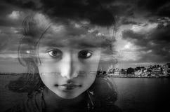 de close-upgezicht van het meisjeskind Stock Fotografie