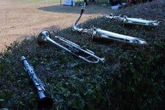 De close-upklarinet, trompet, saxofoon is een muzikaal instrument zoals een houten ventilator, die meestal in de het marcheren ba stock afbeelding