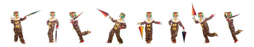 De clown met paraplu op wit wordt ge?soleerd dat royalty-vrije stock foto's