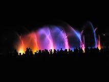 De club van de nacht; fontein in nacht Stock Afbeelding