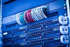 De cluster van het serverrek in een gegevenscentrum Stock Foto's
