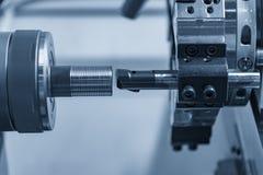 De CNC draaibank of het draaien machine die het gat boring stock foto's