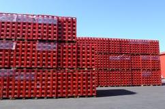 De coca-colaflessen in fabriek kunnen 31, 2016 Sofia, Bulgarije Royalty-vrije Stock Afbeeldingen