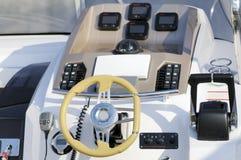De cockpit van de motorboot Stock Foto's