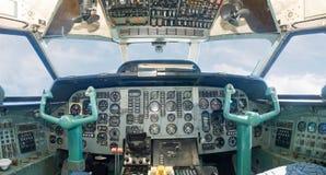 De cockpit van vliegtuigen Stock Afbeeldingen