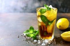 De cocktail lang eiland van de Cooldzomer of bevroren thee met citroen Stock Afbeelding