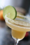 De cocktail van amandelmargarita met kalk stock foto's