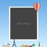 De collage van het fotokader met beeldverhaalachtergrond voor Europese landen en de vectorillustratie van de hete luchtballon Stock Foto's