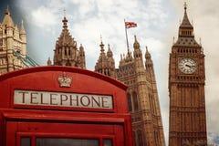 De collage van het oriëntatiepuntsymbolen van Londen met retro filtereffect Stock Foto's
