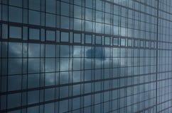 De collectieve bouw met glasvoorgevel Royalty-vrije Stock Foto