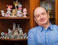 De collector en zijn hippos in een privé-collectie Stock Foto