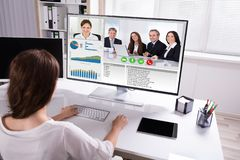 De Collega's van onderneemstervideo conferencing with op Computer royalty-vrije stock foto