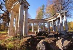 De colonnade van Apollo de herfst bij Pavlovsk stad Stock Foto's