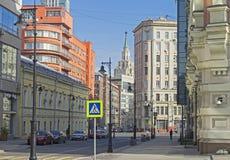 De combinatie verschillende stijlen van architectuur in Moskou Stock Foto's