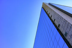De commerciële en bedrijfsbouw met moderne architectuur Stock Foto