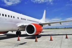 De commerciële vliegtuigen worden geparkeerd Royalty-vrije Stock Afbeelding