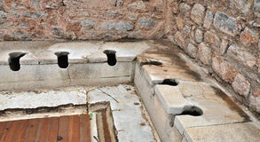 De communale toiletten in Ephesus Stock Foto