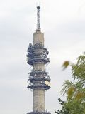 De communicatie toren van de radio, van TV en Stock Fotografie