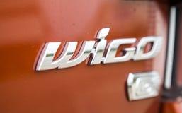 De compacte die auto van Toyota Wigo, binnen een testaandrijving wordt genomen Stock Foto's