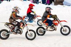 De competities van de Motocross van de winter onder kinderen Stock Foto's