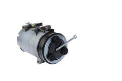 De compressor en de moersleutel van de autolucht op een witte achtergrond Stock Afbeeldingen