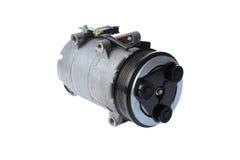 De compressor van de autoairconditioning op een witte achtergrond stock foto's