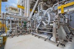 De compressor van het turbinegas van olie en gasverwerkingsplatform stock afbeeldingen