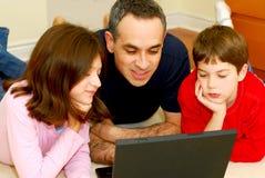 De computer van de familie stock afbeelding