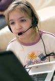 De computer van het meisje en laptop stock afbeelding