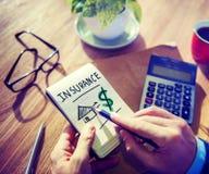 De Concepten van zakenmannotepad insurance word Stock Foto's