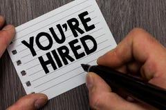 De conceptuele hand die tonend u aangaande gehuurd schrijven wordt Bedrijfsfoto die Nieuwe Job Employed Newbie Enlisted Accepted  royalty-vrije stock afbeeldingen
