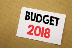 De conceptuele hand het schrijven inspiratie die van de teksttitel Begroting 2018 tonen Bedrijfsconcept voor Huishouden die boekh Stock Fotografie