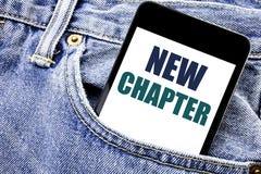De conceptuele hand het schrijven inspiratie die van de teksttitel Nieuw Hoofdstuk tonen Bedrijfsconcept voor Beginnende Nieuwe T stock foto