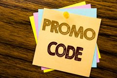 De conceptuele hand het schrijven inspiratie die van de teksttitel Promo-Code tonen Bedrijfsconcept voor Bevordering voor Online  stock foto