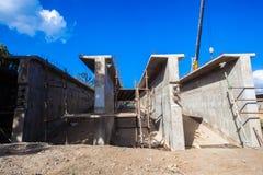De concrete Bouwwerf van Brugsecties stock fotografie