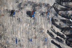 De concrete muur, met, schilderde zwarte verf, abstract patroon, achtergrond, textuur Stock Foto's