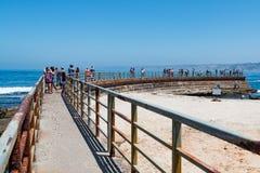 De concrete Zeedijk bouwde 1931 in La Jolla, Californië in royalty-vrije stock afbeelding