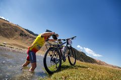 De concurrentie van de de bergfiets van het avontuur Royalty-vrije Stock Foto