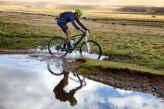 De concurrentie van de de bergfiets van het avontuur Stock Foto