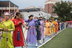 De concurrentie van vrouwenarcher in Naadam-festival Royalty-vrije Stock Foto