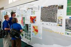 De Conferentie 2010 van de Gebruiker ESRI - Mensen die Kaarten herzien Stock Fotografie