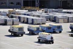 De container van de lading bij luchthaven royalty-vrije stock foto