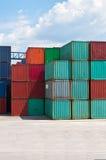De container van de lading op een opslagplaats Royalty-vrije Stock Afbeeldingen