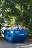 De container van het metaalafval Stock Afbeelding