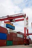 De containers van de kraan & van de lading Stock Afbeeldingen