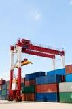 De containers van de kraan & van de lading Royalty-vrije Stock Foto's