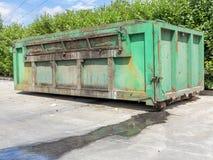 De containers van het huisvuil stock afbeelding