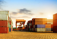 De containerterminal bij schemer Royalty-vrije Stock Fotografie