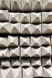 De contractanten plaatsen voor de opslag van zich het gebeëindigde concrete opstapelen uit elkaar Stock Fotografie